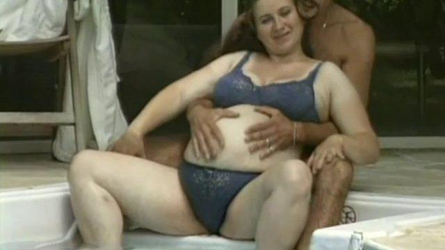 baise dans le jardin pour une femme enceinte 01 640x360 - Une femme enceinte baise avec son mec dans le jardin