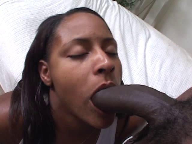 Black à grosse bite film sa baise pour son collègue voyeur