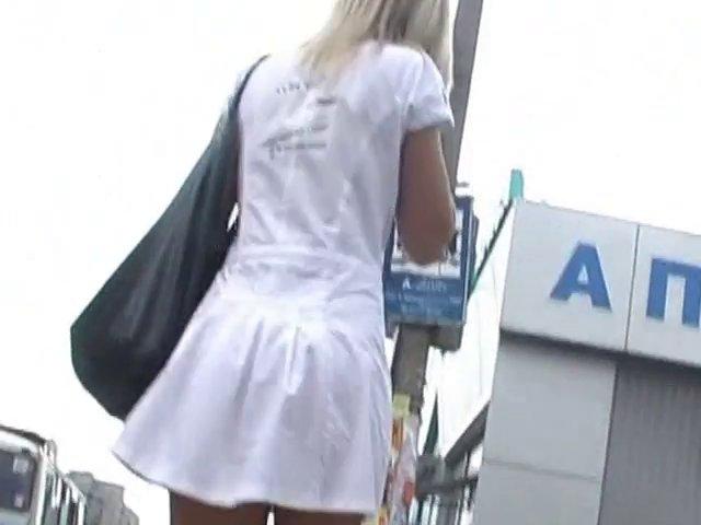 Cette femme n'a pas de culotte