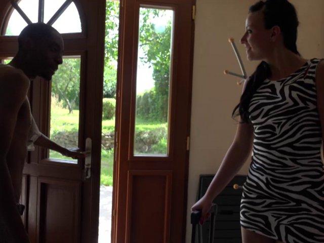 Femme salope fait un plan cul dans la maison du sexe