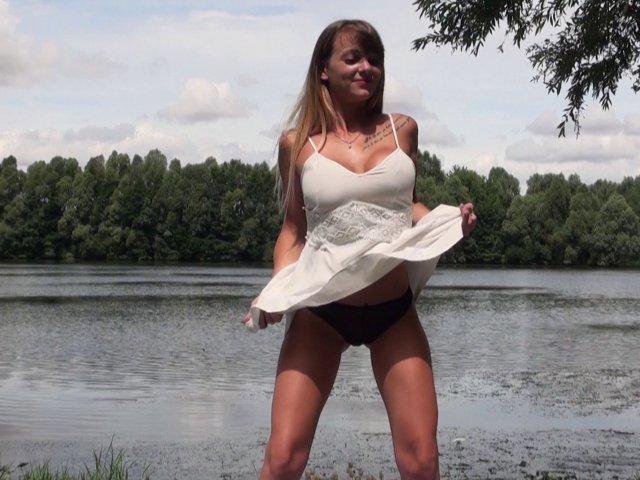 Casting sexe et bonne baise au bord d'un lac